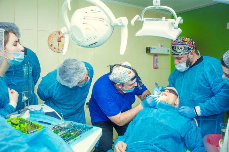 Максим Макаренко имплантация зубов